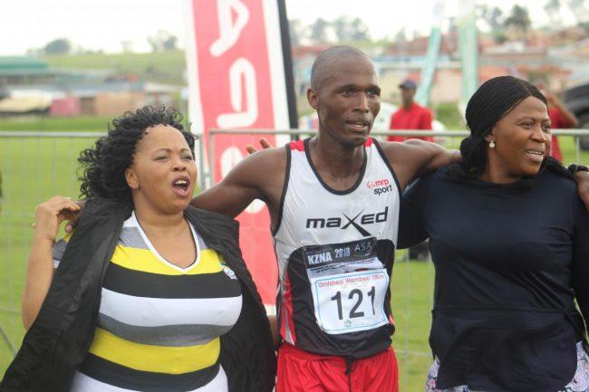 Men's winner Thobani Chagwe (centre) with the mayor Jabulile Mbhele on the left and MEC Bongi Sithole-Moloi on the right.